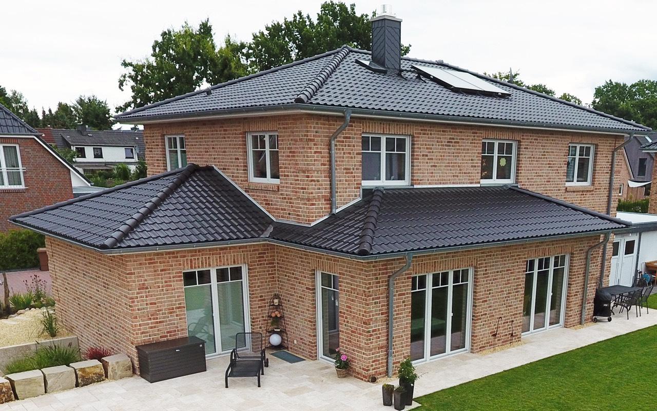 Breyer seck bau villa fortis walmdachhaus modern erker for Walmdach modern